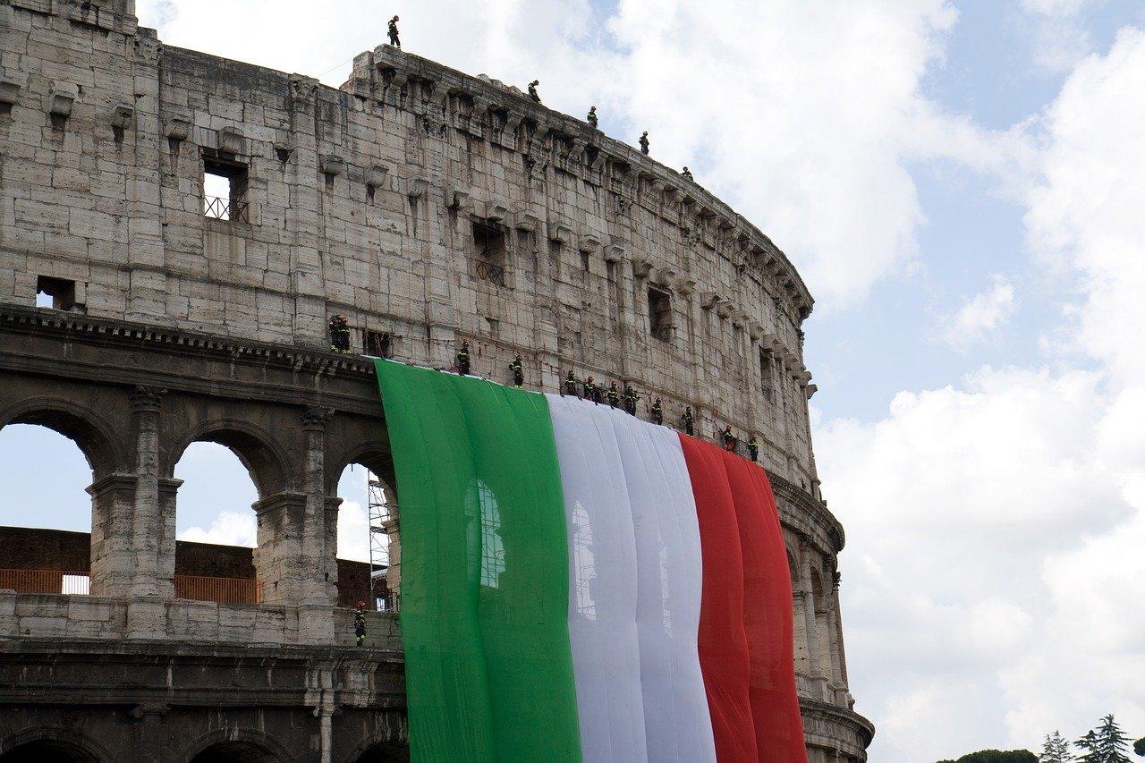 Coliseo romano bandera